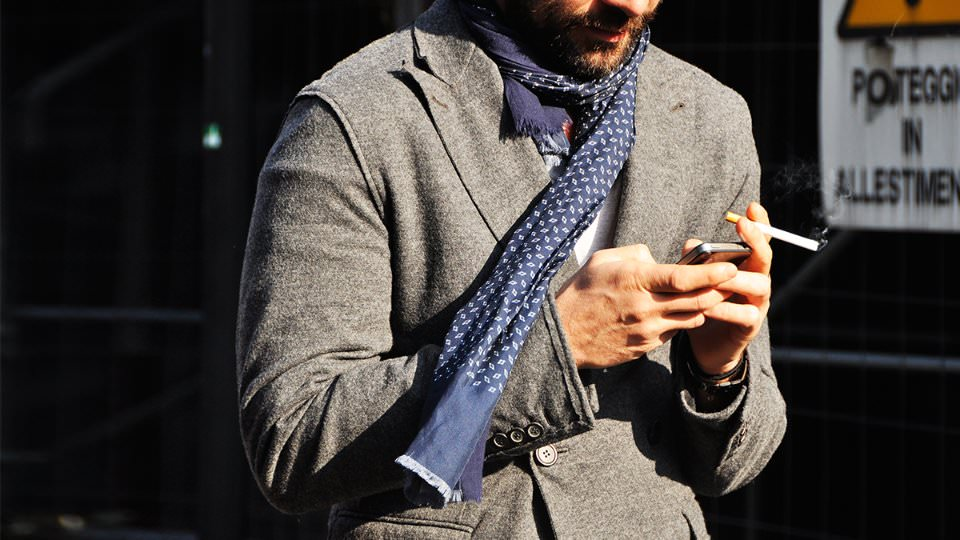 С чем носить легкий шарф?